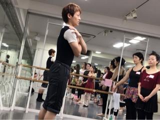 受講生皆様は上瀧達也のご指摘やアドバイスをとても真剣に聴き、そして素直に学ばれておりました。 ダンスだけではなく、素直に学ぶという姿勢はどんな事を学んでいくにしてもとても大切な事であると思います。