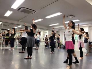 必ず役に立つストレッチは勿論、バーレッスンにセンターレッスンと内容はダンスの基礎を作る為に大切な情報と実践が盛り沢山でした。⑤