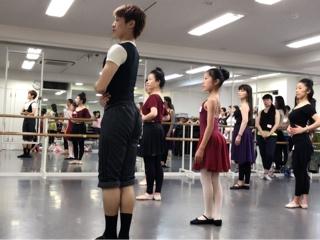 必ず役に立つストレッチは勿論、バーレッスンにセンターレッスンと内容はダンスの基礎を作る為に大切な情報と実践が盛り沢山でした。⑥