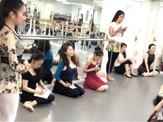 受講生全員に手取り足取り、基礎の大切さや、バレエの強みをお伝え下さいました。