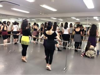 それから約一週間で、生徒皆様の姿勢が良くなり、ダンスに対しての理解度が高まったと強く感じております。 基礎の大切さ、基礎の強み、基礎の本質は今後何年、何十年踊っていくにあたりずっと向き合い突き詰めて行かなくてはならないものです。自身の中にあるダンスへの価値観が変わっていきます。