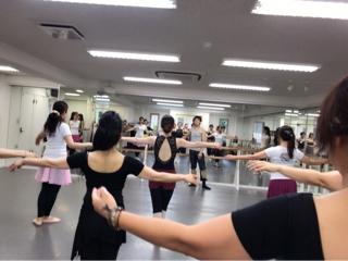 彼女達がいつかプロダンサーになり、生徒思いの愛ある講師になる日を夢見ております。②