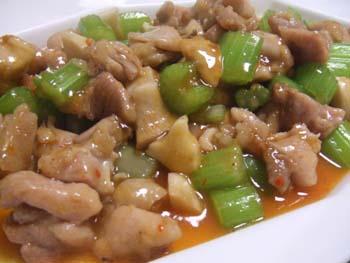 鶏とセロリのピリ辛オイスタソース炒め煮