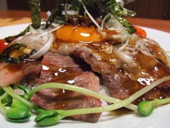 カルビ肉と山芋とろろの重ね丼