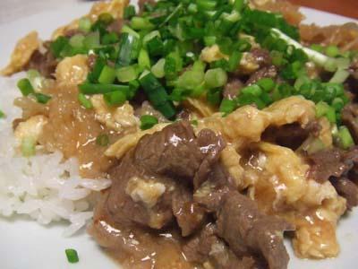 滑蛋牛肉 牛肉と焼き卵のあんかけご飯