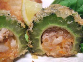ゴーヤのキムチ肉詰めフライ
