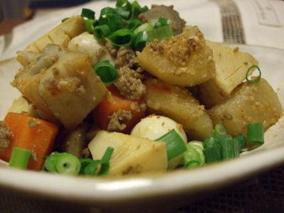根菜の煮物 ひき肉ゴマ