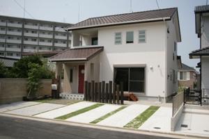 福岡・注文住宅 福岡市城南区 効率的な動線がいい…赤が印象的な家