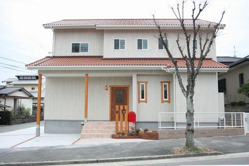 注文住宅 太宰府市 赤いポストが印象的な家。
