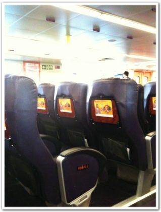 フェリーの座席