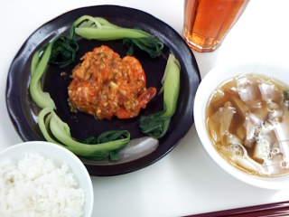 海老の辛味ソースと焼き豚のスープ