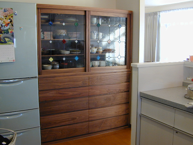 ウォルナット食器棚