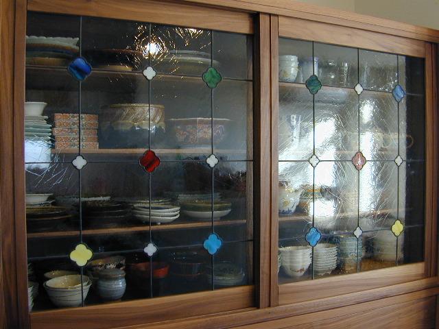 食器棚ステンドガラス