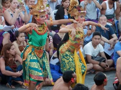 ウルワトゥのケチャダンス