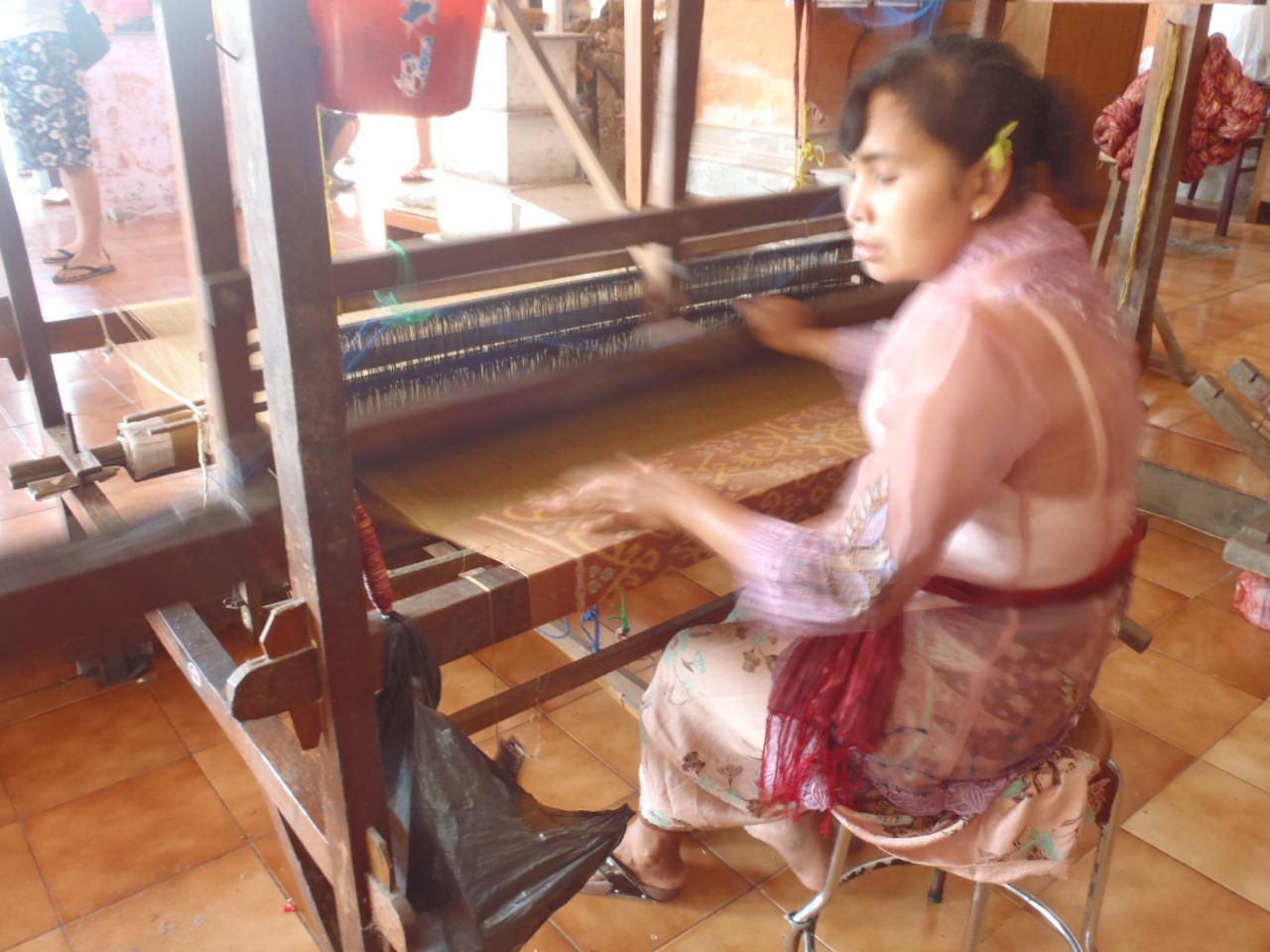 バリの機織り