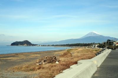 富士を背に歩く。