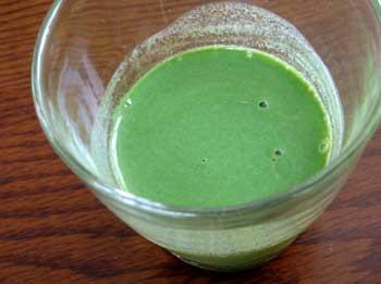 そのまま飲んで一番美味しかった豆乳入り青汁「葉っぱのミルク」!