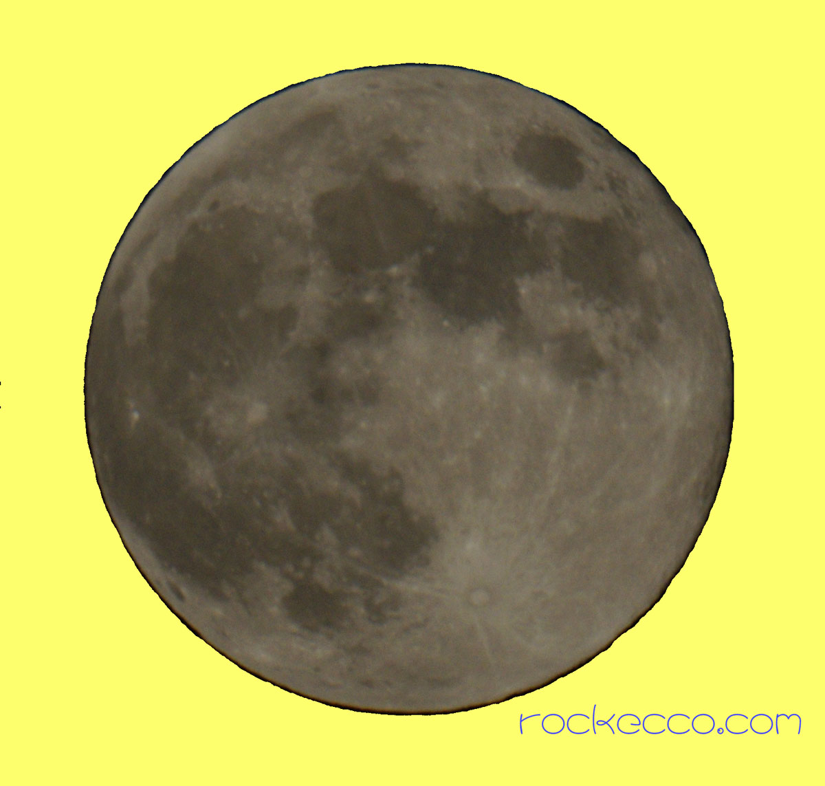 満月は大きいか?