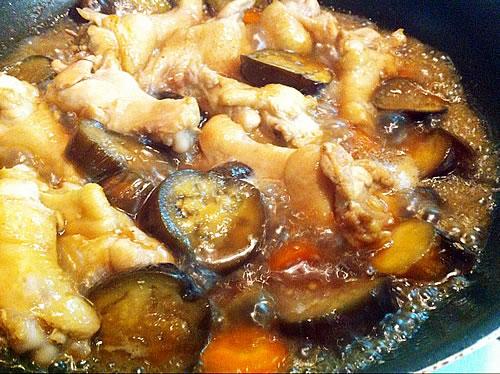 茄子と鶏手羽元の煮物工程