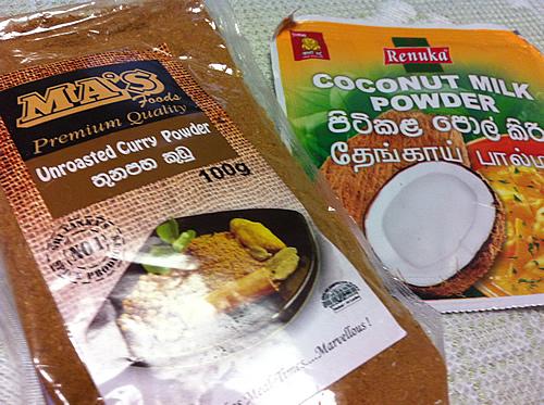 カレー粉とココナッツミルクパウダー