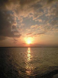 石垣島の夕陽と共に