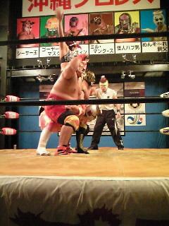 締めもやっぱり!! 戦うお笑いのファンタジー沖縄プロレス