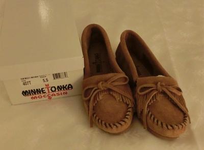 ミネトンカの靴