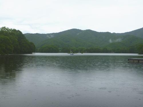 梅雨の曽原湖