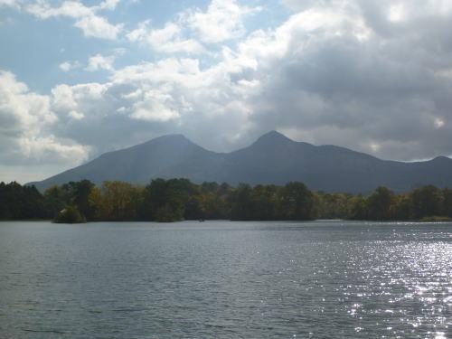 小野川湖と会津磐梯山