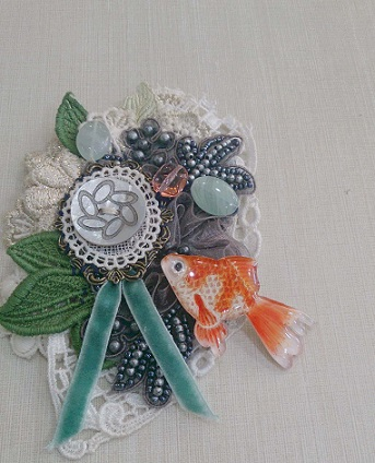 goldfish brooch 02.jpg