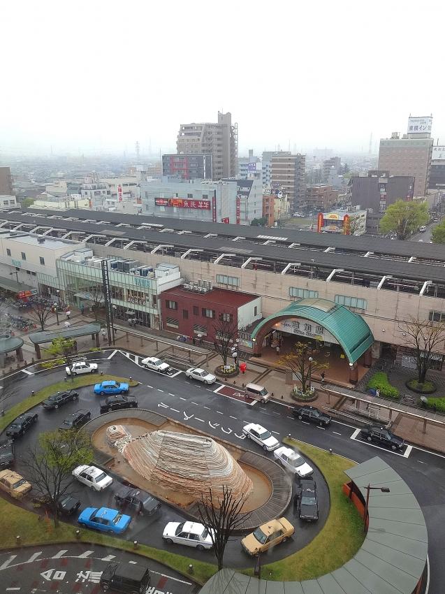 チャイナファン_窓の外の風景_草加駅東口ロータリー