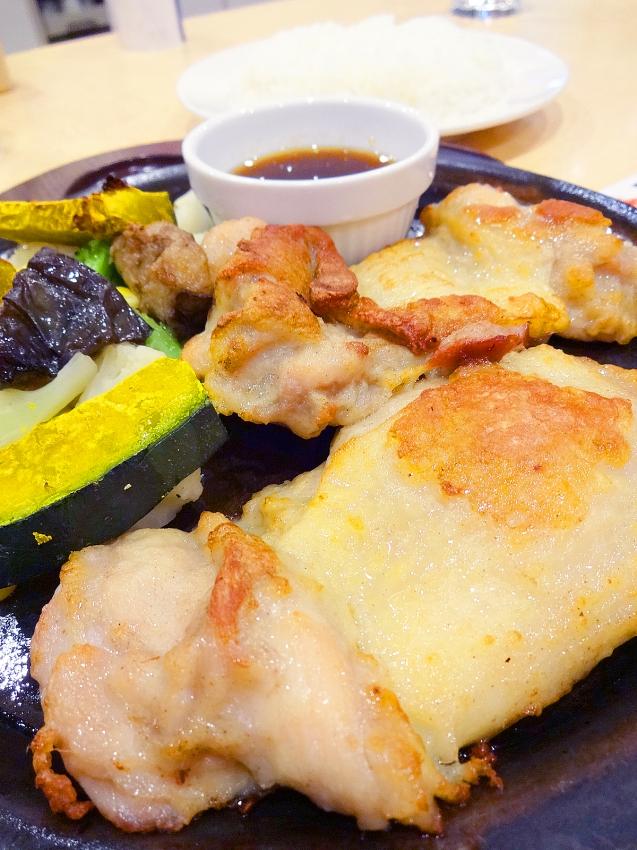 草加西町のガストの肉厚ジューシー若鶏の秘伝スパイスグリルアップ