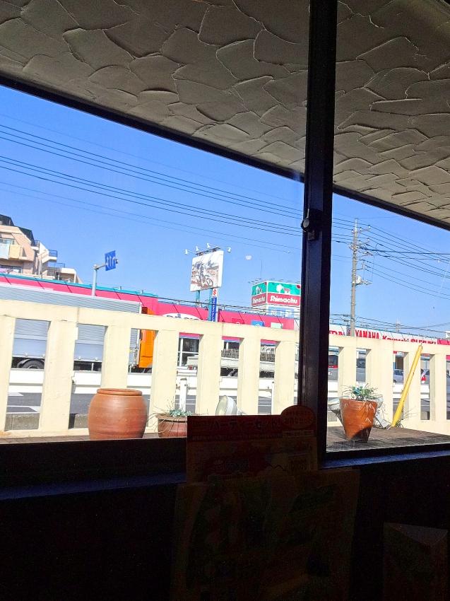草加のココス店内からの眺め