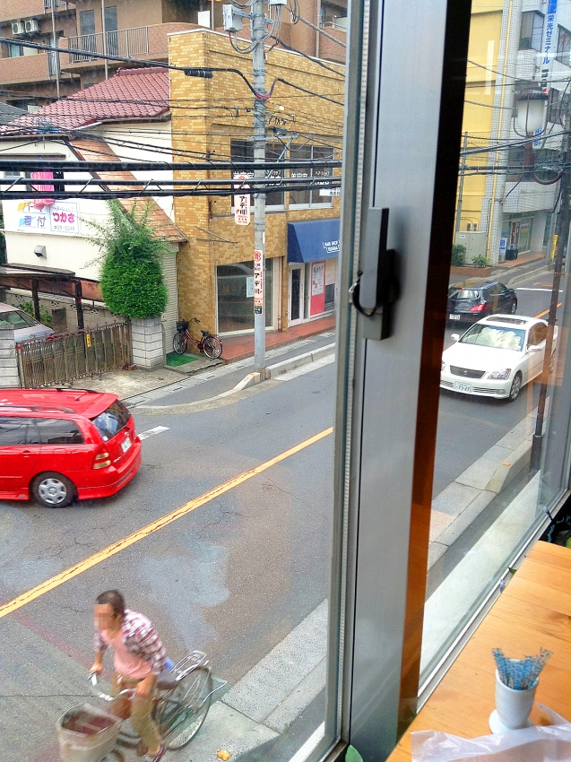 草加のFADE IN CAFEの店内からの眺め