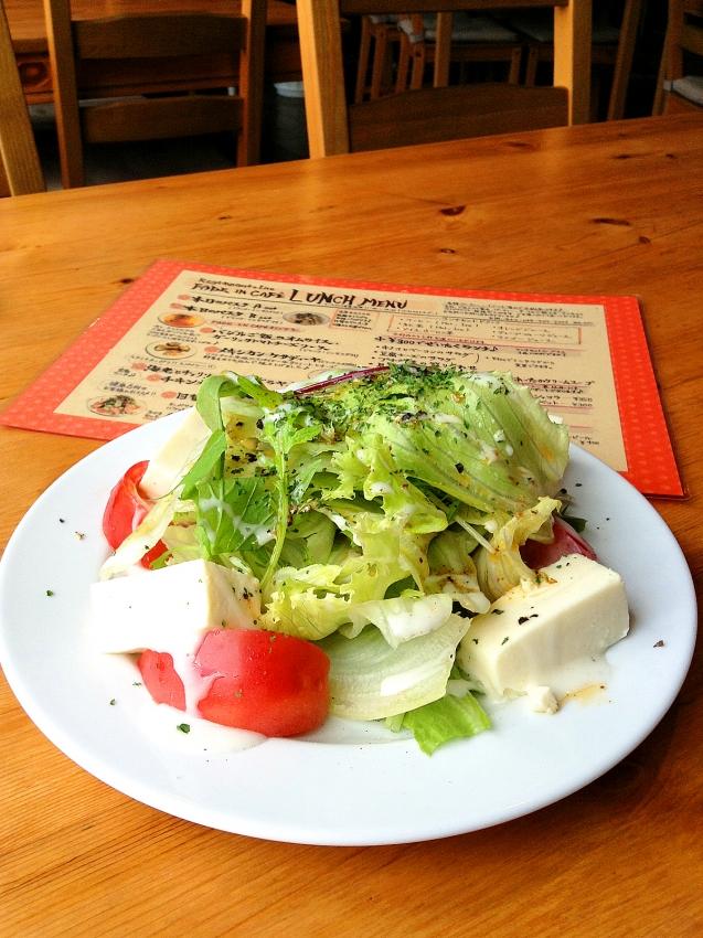 草加のFADE IN CAFEの豆腐チーズのサラダ
