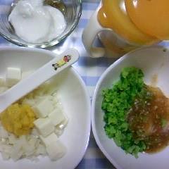 うどんと豆腐+ささみと野菜&ブロッコリーとじゃがいも+チキントマトソース&バナナヨーグルト&麦茶