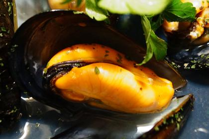 ムール貝の白ワイン蒸し_HIGHBURY-02.jpg