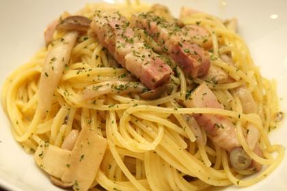 厚切りベーコンと季節野菜のペペロンチーノ_HIGHBURY_01.jpg