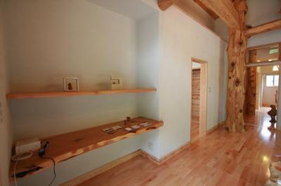 木と石の対話が聞こえる山裾の家|広い収納玄関|福岡県宗像市 和モダン・洋風平屋建て