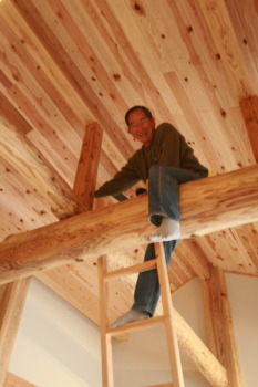和風・平屋建ての梁に完成したあとも触れられるように登れるようにしてます。|福岡県北九州市小倉南区の木造りの家フォーユー