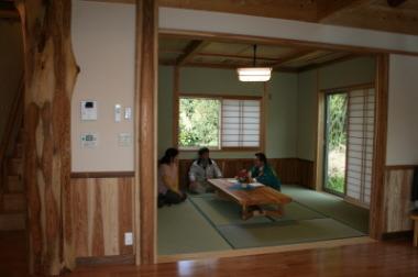 リビングの横に設けた和室|福岡県朝倉市の木造注文住宅 木造りの家フォーユー