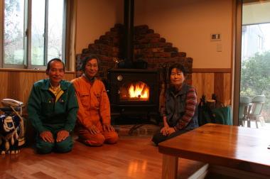 薪ストーブならではのぬくもりに包まれています。|福岡県朝倉市の木造注文住宅