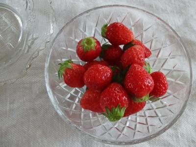 苺とガラスの器