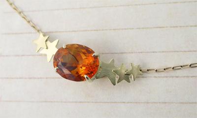 星のネックレスゴールド