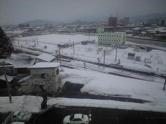 100219 目が覚めると雪国でした(米沢).JPG