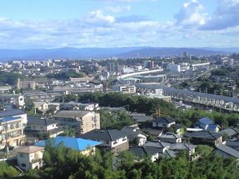 崇城大学キャンパスから工事中の新幹線
