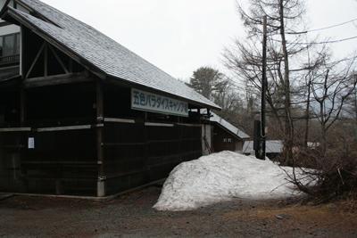 雪の残る裏磐梯