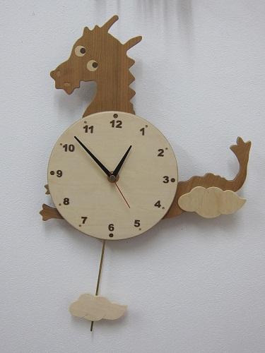 竜の振り子時計.jpg