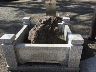 大國魂神社鶴石