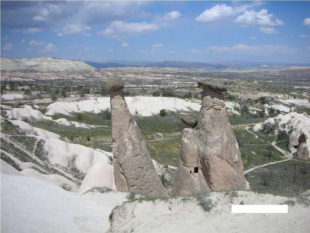 三姉妹の岩